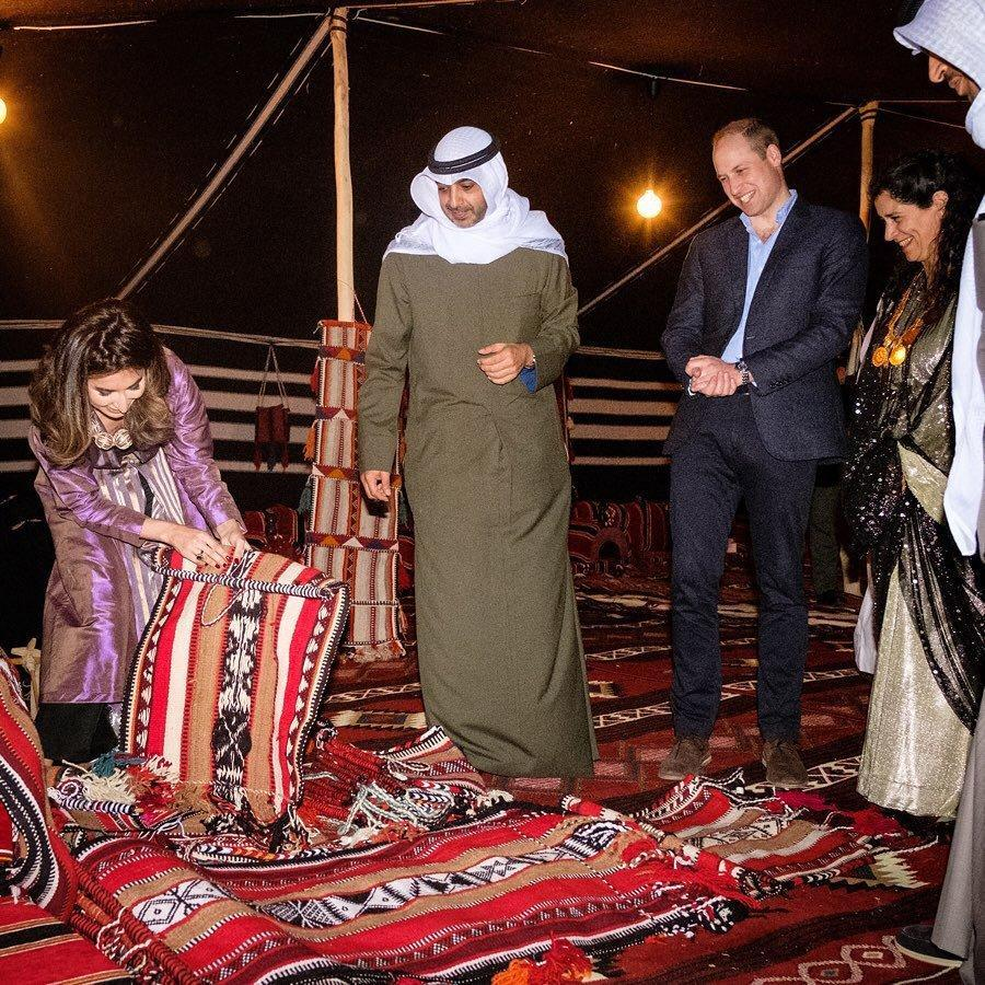 He saw Kuwaiti music, crafts and pit cooking.