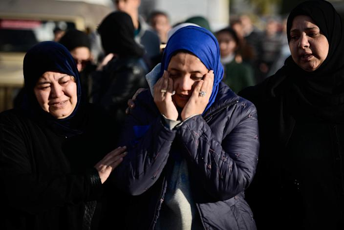 Egyptian relatives of the members of security forces who were killed in North Sinai province during an attack the day before arrive at al-Maza military airport where the bodies had been flown on January 30, 2015 in Cairo (AFP Photo/Mohamed el-Shahed)