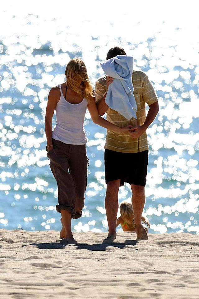 """Luke and his lady friend play peekaboo with the paparazzi. Ginsburg-Spaly/<a href=""""http://www.x17online.com"""" target=""""new"""">X17 Online</a> - October 6, 2007"""