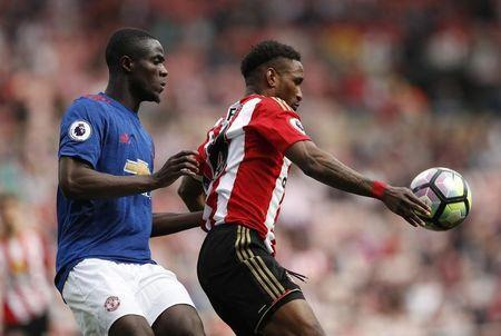 Britain Football Soccer - Sunderland v Manchester United - Premier League - Stadium of Light - 9/4/17 Sunderland's Jermain Defoe in action with Manchester United's Eric Bailly Action Images via Reuters / Lee Smith Livepic