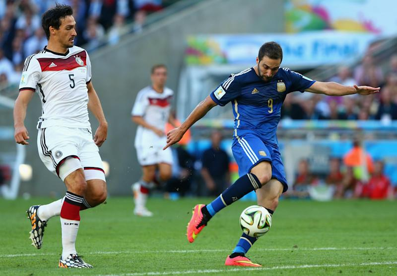 MATS HUMMELS GERMANY GONZALO HIGUAIN ARGENTINA 2014 WORLD CUP FINAL 07132014