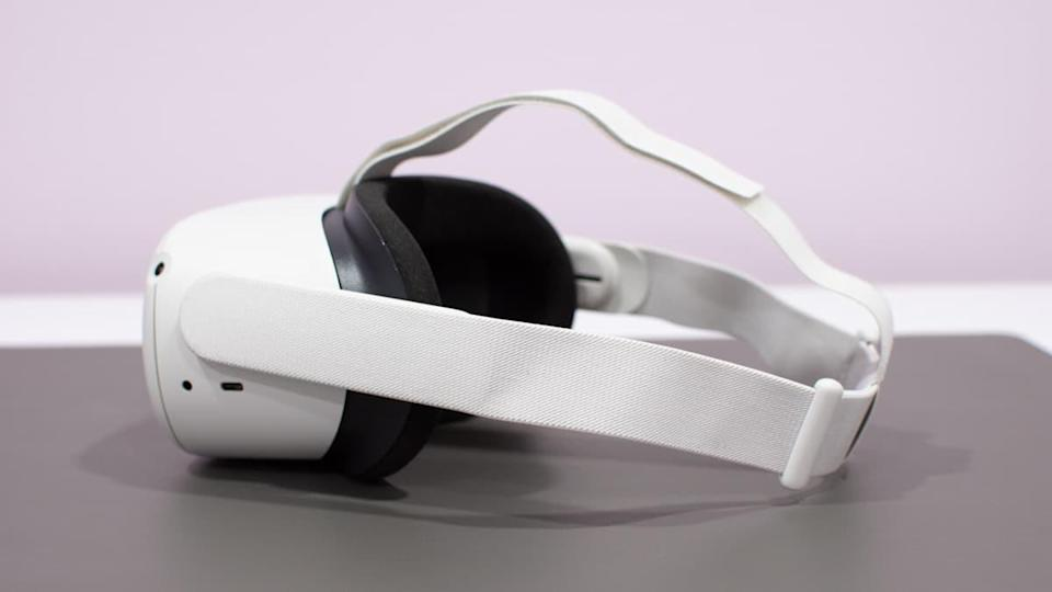 oculus quest 2 side view of the strap