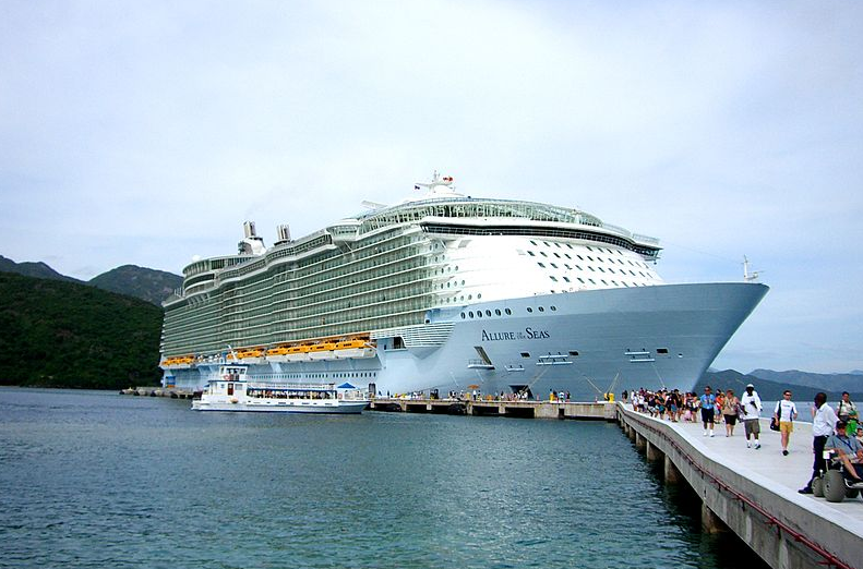 The incident occurred on the Allure of the Seas: Wikimedia/Colotordoc