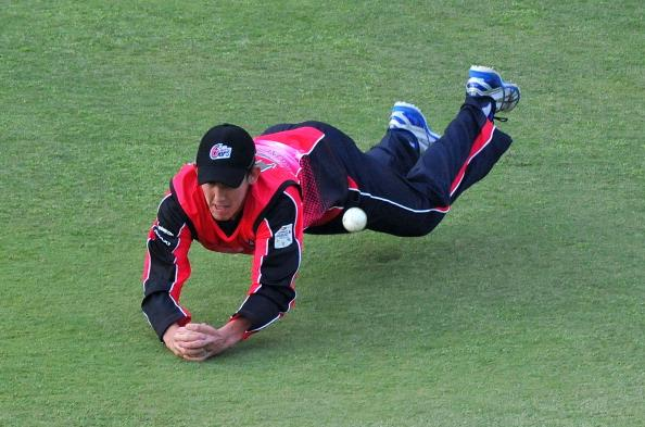 JOHANNESBURG, SOUTH AFRICA - OCTOBER 14:  Nic Maddinson of the Sixers spills a catch during the Champions League Twenty20 match between Chennai Super Kings and Sydney Sixers at Bidvest Wanderers Stadium on October 14, 2012 in Johannesburg, South Africa. (Photo by Duif du Toit / Gallo Images/Getty Images)