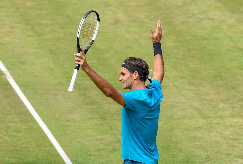 Federer holds off Ebden to reach Halle semis