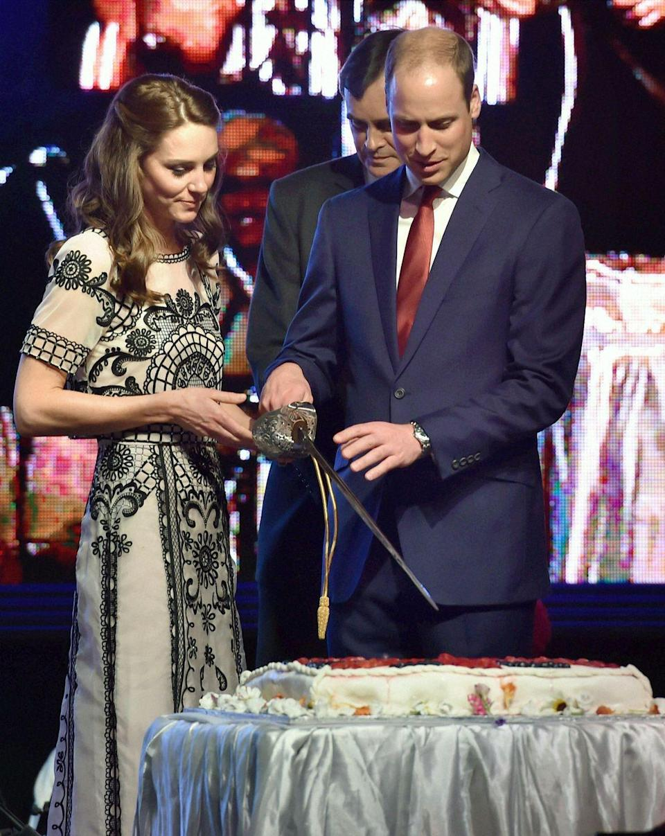 <p>While visiting New Delhi, Will and Kate used a large sword to cut a cake for Queen Elizabeth's 90th birthday celebration. </p>