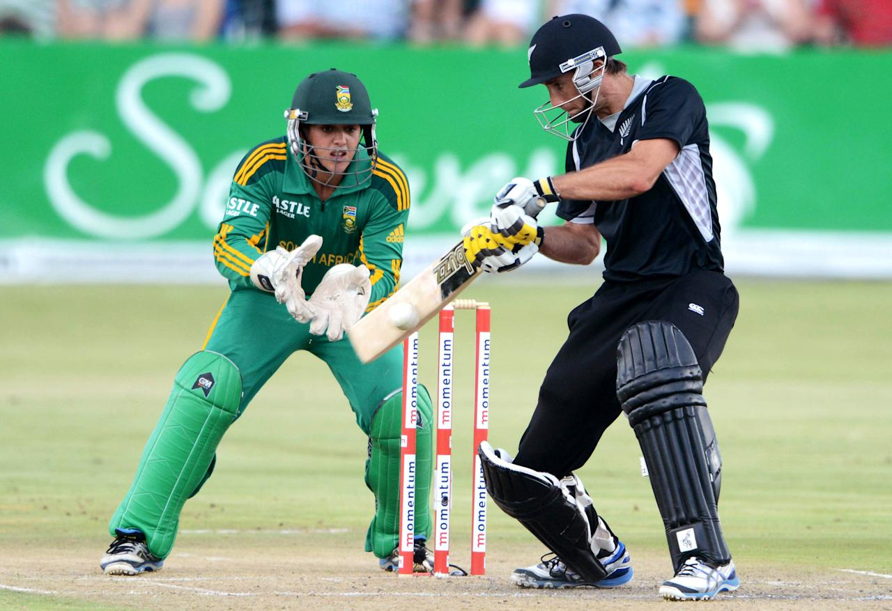 POTCHEFSTROOM, SOUTH AFRICA - JANUARY 25:  Grant Elliott of New Zealand bats as Quinton de Kock of South Africa looks on during the 3rd One Day International match between South Africa and New Zealand at Senwes Park on January 25, 2013 in Potchefstroom, South Africa.  (Photo by Lee Warren/Gallo Images/Getty Images)