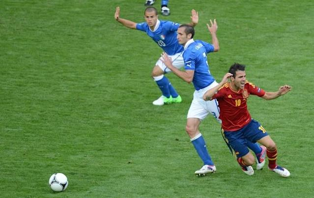 Spanish forward Cesc Fabregas (R) reacts as he vies with Italian defender Giorgio Chiellini (C) during the Euro 2012 championships football match Spain vs Italy on June 10, 2012 at the Gdansk Arena. The game ended in a draw 1-1. AFPPHOTO/ PATRIK STOLLARZPATRIK STOLLARZ/AFP/GettyImages