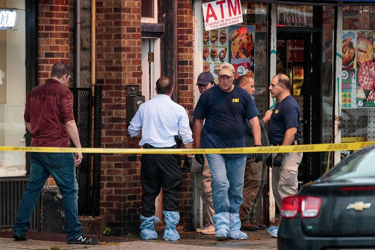 <p>Members of the Federal Bureau of Investigation (FBI) and other law enforcement officials investigate a residence in connection to Saturday night's bombing in Manhattan on Sept. 19, 2016 in Elizabeth, N.J. (Drew Angerer/Getty Images)</p>