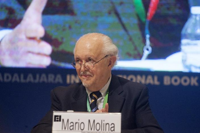 "<span class=""caption"">Molina speaking about climate change at the Guadalajara International Book Fair in Mexico, Nov. 2018. </span> <span class=""attribution""><a class=""link rapid-noclick-resp"" href=""https://www.gettyimages.com/detail/news-photo/nobel-prize-recipient-mario-molina-speaks-to-the-audience-news-photo/1074094970?adppopup=true"" rel=""nofollow noopener"" target=""_blank"" data-ylk=""slk:Leonardo Alvarez/Getty Images"">Leonardo Alvarez/Getty Images</a></span>"