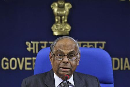 "C. Rangarajan, the economic adviser to the Indian Prime Minister, speaks during a news conference on ""Economic Outlook 2013-14"" in New Delhi, September 13, 2013. REUTERS/Stringer/Files"