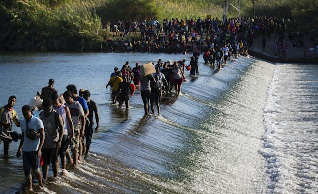 US closes Del Rio border crossing as thousands of migrants illegally cross