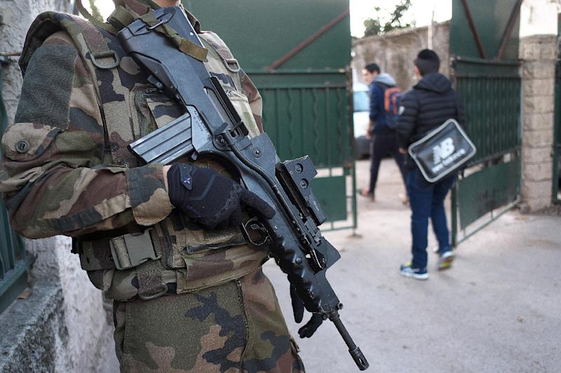An armed French soldier secures access to La Source Jewish school in Marseille, southern France, on January 12, 2016 (AFP Photo/Boris Horvat)