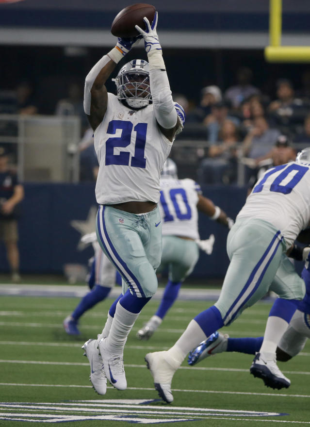 Dallas Cowboys running back Ezekiel Elliott (21) reaches up to catch a pass in the first half of a NFL football game against the New York Giants in Arlington, Texas, Sunday, Sept. 8, 2019. (AP Photo/Michael Ainsworth)