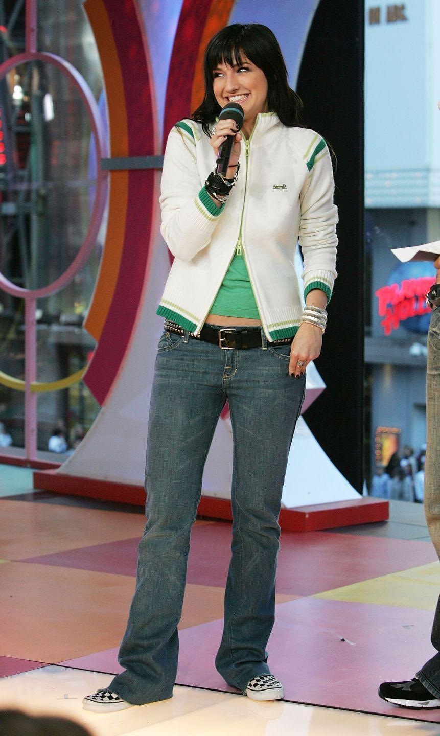 """<p>Thankfully, the """"Pieces of Me"""" singer was able to unzip the bottom part of her """"sporty"""" sweatshirt, so we'd all know she was rocking the trendy low-rise belted jean look.</p>"""