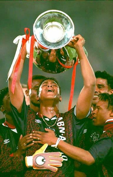 (FILES) Patrick Kluivert lifts the trophy after scoring the winner for Ajax against AC Milan in the 1995 Champions League final (AFP Photo/Paul VREEKER, Toussaint KLUITERS)