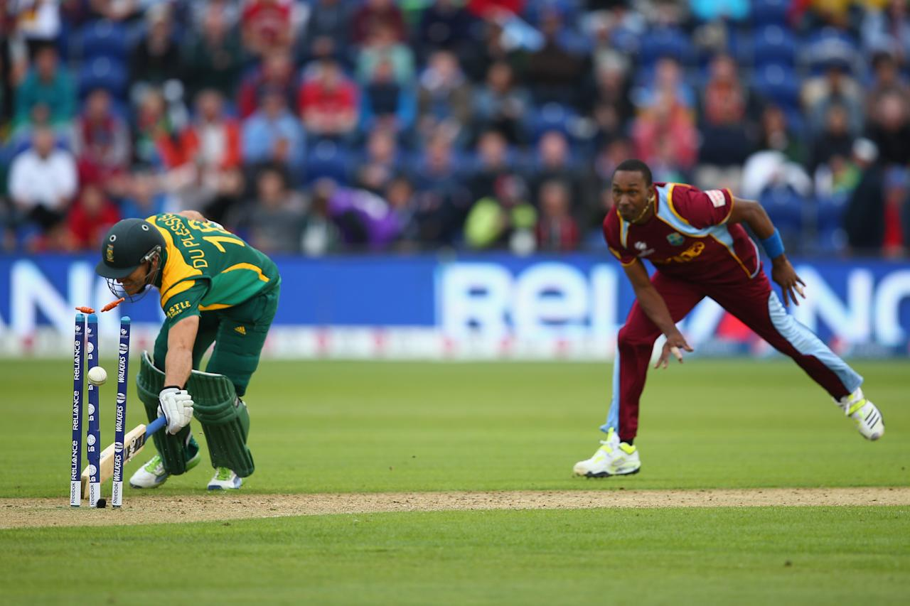 CARDIFF, WALES - JUNE 14:  Dwayne Bravo (R) of West Indies runs out Faf Du Plessis (L) of South Africa during the ICC Champions Trophy Group B match between West Indies and South Africa at the SWALEC Stadium on June 14, 2013 in Cardiff, Wales.  (Photo by Michael Steele/Getty Images)