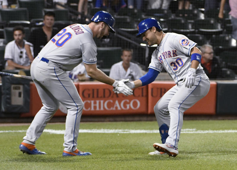 Syndergaard puts aside talk, shines as Mets win 5th straight
