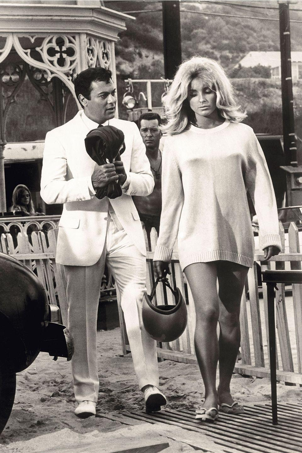 <p>Sharon Tate and Tony Curtis film <em>Don't Make Waves</em> on an east coast beach.</p>