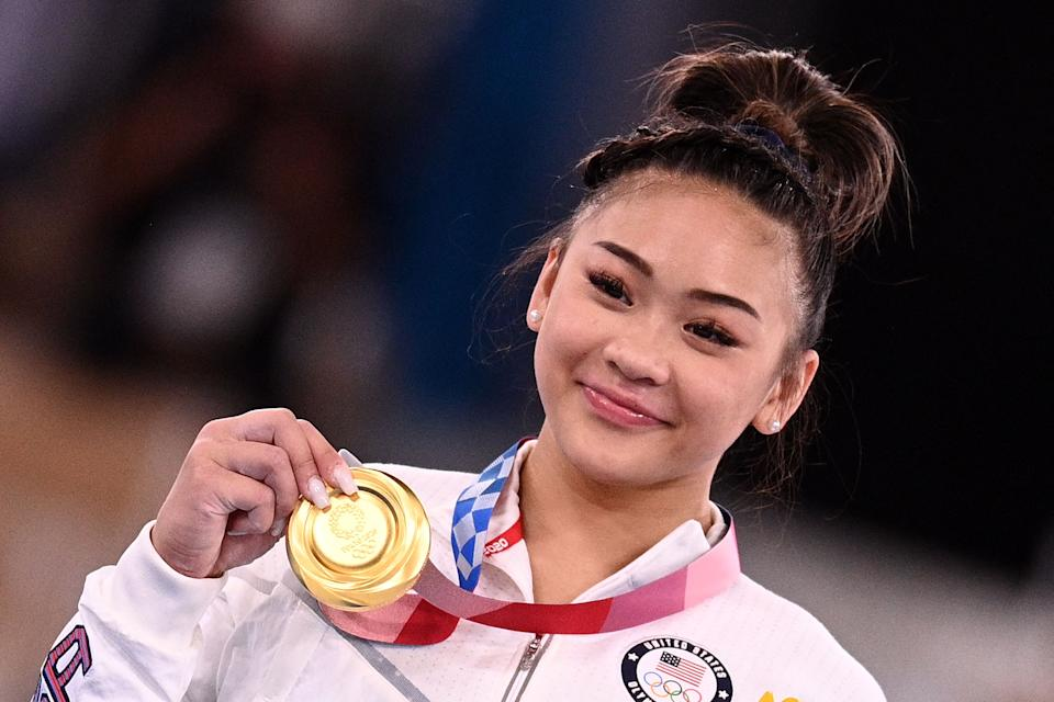 USA's Sunisa Lee poses with her gold medal during the podium ceremony of the artistic gymnastics women's all-around final during the Tokyo 2020 Olympic Games at the Ariake Gymnastics Centre in Tokyo on July 29, 2021. / AFP / Martin BUREAU