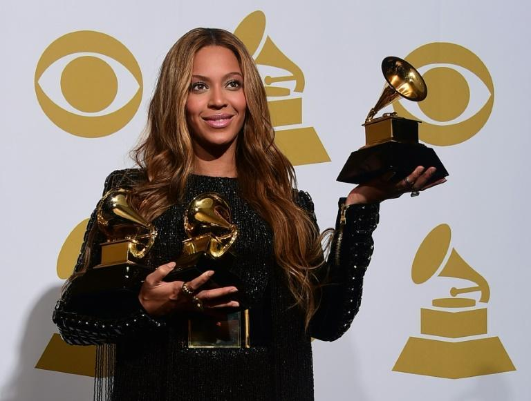 Beyonce poses with her three Grammys back in 2015