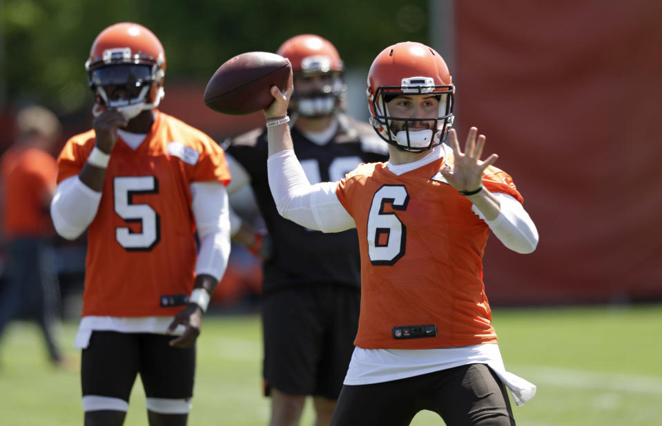 The Browns insist top pick Baker Mayfield (6) won't start right away over Tyrod Taylor. (AP)