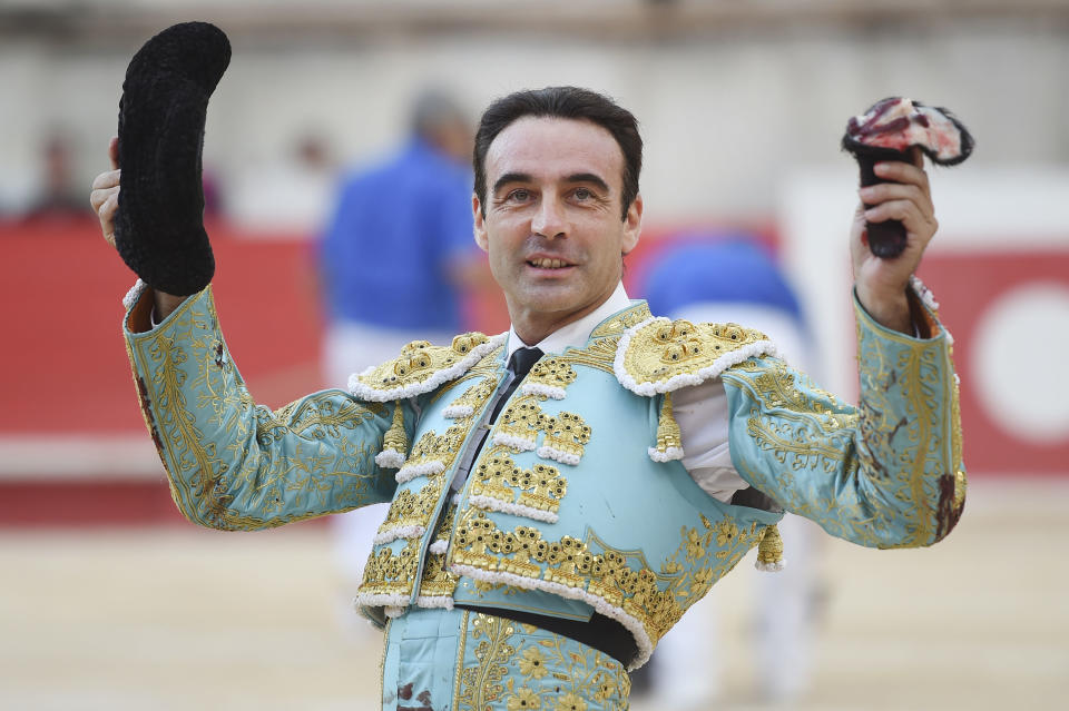 Spanish matador Enrique Ponce celebrates at the end of a bullfight on September 16, 2017 during the Nimes Vendages Feria in Nimes, southern France. / AFP PHOTO / SYLVAIN THOMAS        (Photo credit should read SYLVAIN THOMAS/AFP via Getty Images)