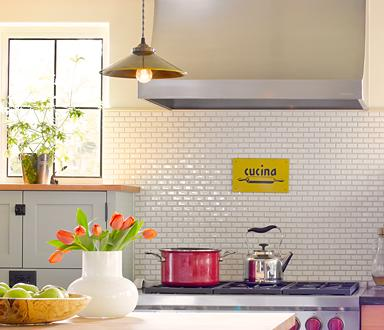 """Ann Sacks' take on the subway tile trend uses <a href=""""http://bit.ly/UxKiWQ"""" rel=""""nofollow noopener"""" target=""""_blank"""" data-ylk=""""slk:Savoy tiles that start at about $12 a square foot"""" class=""""link rapid-noclick-resp"""">Savoy tiles that start at about $12 a square foot</a> and are made of 21% recycled content. <br><br> <a href=""""http://yhoo.it/SOyLVO"""" rel=""""nofollow noopener"""" target=""""_blank"""" data-ylk=""""slk:Learn how to install a backsplash in our video series &quot;D-I-Why Not?&quot;"""" class=""""link rapid-noclick-resp"""">Learn how to install a backsplash in our video series """"D-I-Why Not?""""</a><br><br> (Photo credit: Alex Hayden Photography)"""