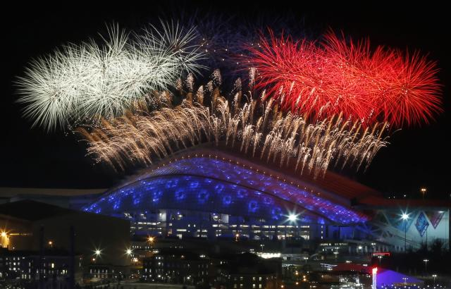 Fireworks are seen over the Olympic Park during the opening ceremony of the Sochi 2014 Winter Olympics, February 7, 2014. REUTERS/Alexander Demianchuk (RUSSIA - Tags: SPORT OLYMPICS)