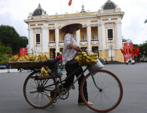 Vietnam's economic growth slowed to 4.38% in the first half of this year compared with the same period in 2011