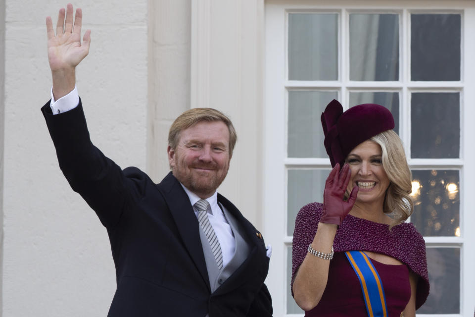 """FILE - In this Tuesday, Sept. 17, 2019 file photo, Dutch King Willem-Alexander and Queen Maxima wave from the balcony of royal palace Noordeinde in The Hague, Netherlands. The Dutch king issued a video message Wednesday saying """"with sorrow in the heart"""" that he regrets flying to Greece for a family vacation last week, a trip that was quickly broken off amid public uproar back home where people are being urged to stay home as much as possible to battle the coronavirus. (AP Photo/Peter Dejong, File)"""