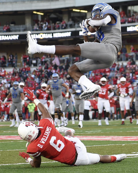 Memphis wide receiver Damonte Coxie, top, makes a catch as Houston cornerback Damarion Williams defends during the second half of an NCAA college football game, Saturday, Nov. 16, 2019, in Houston. (AP Photo/Eric Christian Smith)