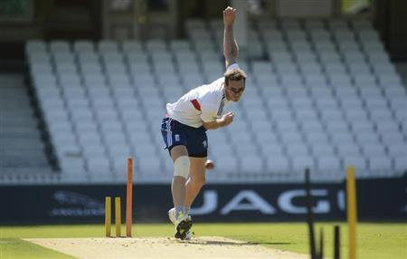 England's Chris Tremlett bowls during a training session before Wednesday's fifth Ashes cricket test match against Australia at The Oval cricket ground, London August 20, 2013. REUTERS/Philip Brown