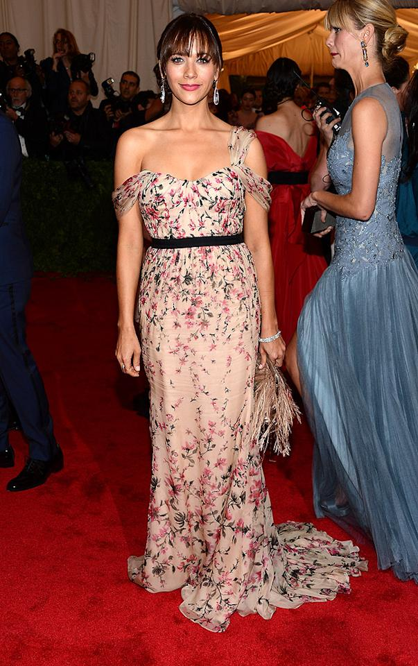 "<p class=""MsoNoSpacing"">Rashida Jones was pretty in pink floral number with a drop-shoulder by Tory Burch. The silk chiffon gown was brought to life with hand-painted and hand-beaded flowers.</p>"