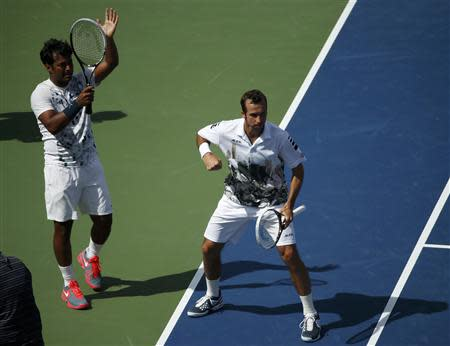 Leander Paes (L) of India and Radek Stepanek of the Czech Republic celebrate winning match point against Bob and Mike Bryan of the U.S. in their men's doubles match at the U.S. Open tennis championships in New York September 5, 2013. REUTERS/Adam Hunger