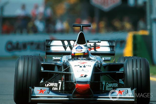 "14. El McLaren Mercedes MP4/13 de F1 <span class=""copyright"">Sutton Motorsport Images</span>"