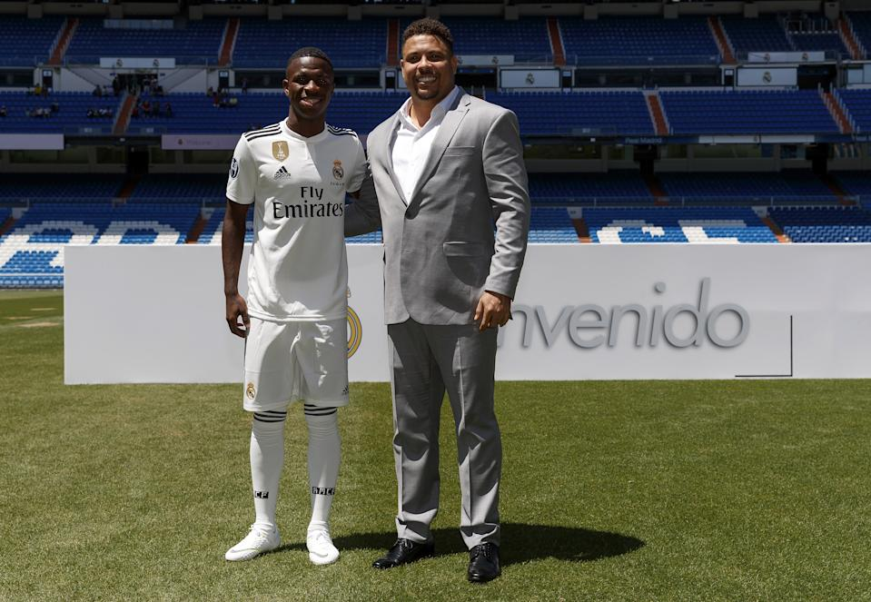 MADRID, SPAIN - JULY 20:  Vinicius Jr (L) of Real Madrid poses with Ronaldo during his official presentation at Santiago Bernabeu stadium on July 20, 2018 in Madrid, Spain.  (Photo by Angel Martinez/Real Madrid via Getty Images)