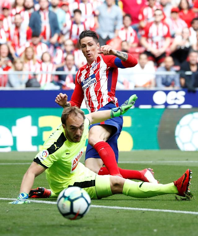 Soccer Football - La Liga Santander - Atletico Madrid vs Eibar - Wanda Metropolitano, Madrid, Spain - May 20, 2018 Atletico Madrid's Fernando Torres misses a chance to score REUTERS/Juan Medina