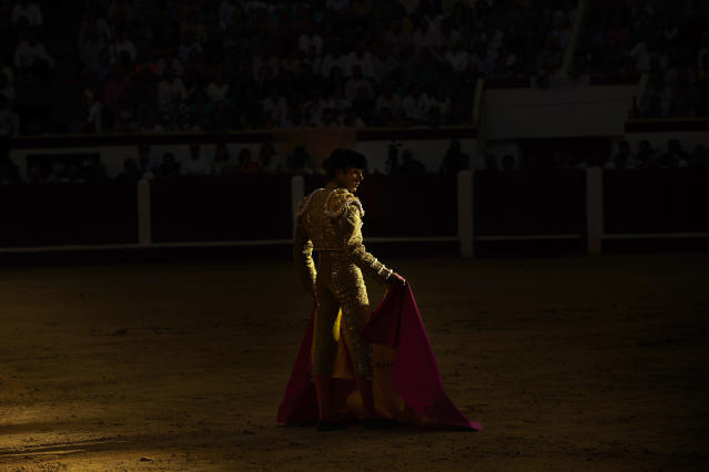 <p>Spanish bullfighter José Tomás prepares to perform in Leon, Spain, June 22, 2014. (Photo: Daniel Ochoa de Olza/AP) </p>