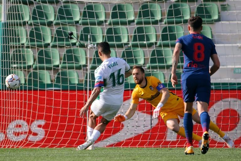 Elche's Fidel Chaves missed a late penalty in Atletico Madrid's 1-0 victory on Saturday