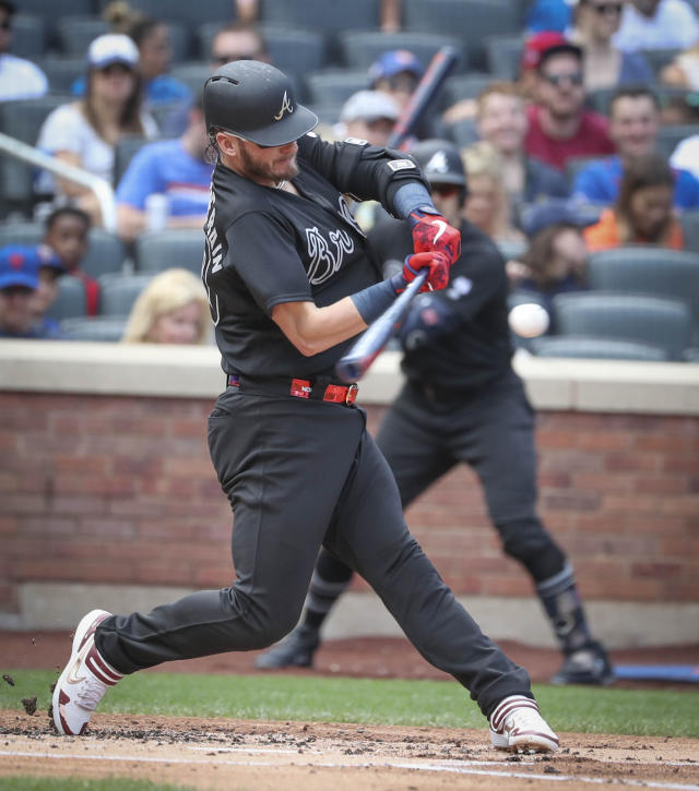 Atlanta Braves' Josh Donaldson hits a home run during the second inning of a baseball game against the New York Mets, Sunday, Aug. 25, 2019, in New York. (AP Photo/Bebeto Matthews)