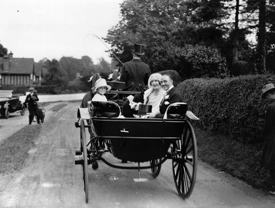 <p>An elegant carriage carries this wedding party in style in 1926. </p>