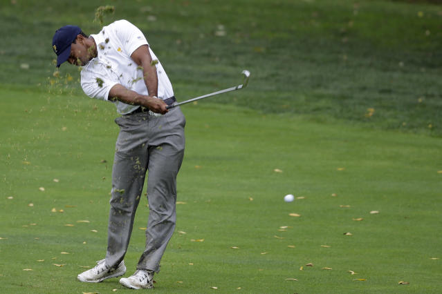 United States team player Tiger Woods hits on the 18th hole during the single matches at the Presidents Cup golf tournament at Muirfield Village Golf Club Sunday, Oct. 6, 2013, in Dublin, Ohio. (AP Photo/Darron Cummings)