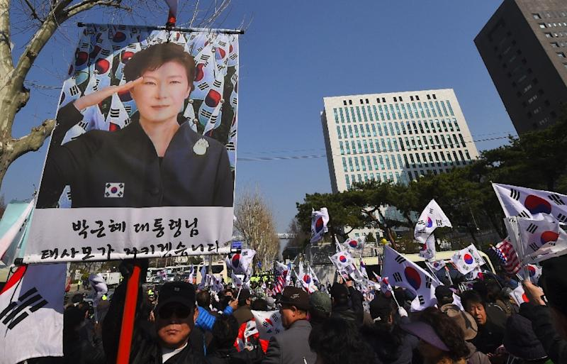 Supporters of South Korea's impeached ex-president Park Geun-Hye rally outside the prosecutors' office in Seoul where she was being questioned on March 21, 2017