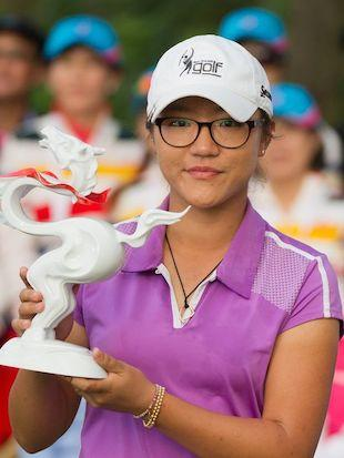 16-year-old Lydia Ko holds the Swinging Skirts trophy — Getty Images