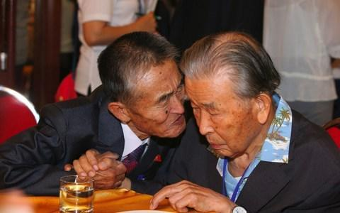 <span>South Korean Lee Moon-hyuk, 95, with his North Korean nephew Ri Kwan Hyuk, 80</span> <span>Credit: AFP </span>
