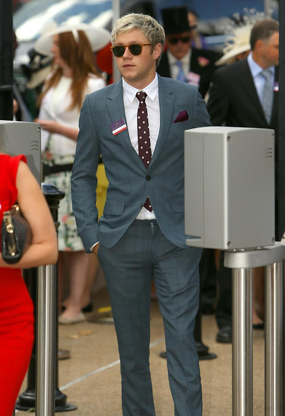 <p>Niall was spotted in 2016 wearing a checked suit – but no hat.<br><i>[Photo: PA]</i> </p>