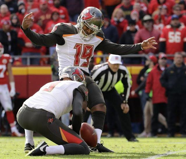 "<a class=""link rapid-noclick-resp"" href=""/nfl/players/29293/"" data-ylk=""slk:Roberto Aguayo"">Roberto Aguayo</a> is competing with veteran <a class=""link rapid-noclick-resp"" href=""/nfl/players/8432/"" data-ylk=""slk:Nick Folk"">Nick Folk</a> this offseason. (AP)"