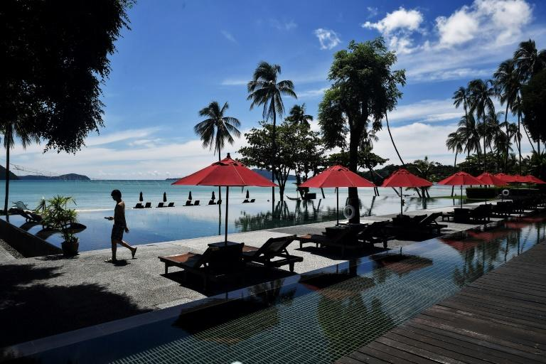 Thailand greenlights partial reopening of borders to tourists
