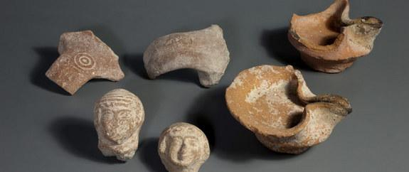 Ancient oil lamps, pottery shards and female figurines were found during an archaeological dig in the City of David in Jerusalem.